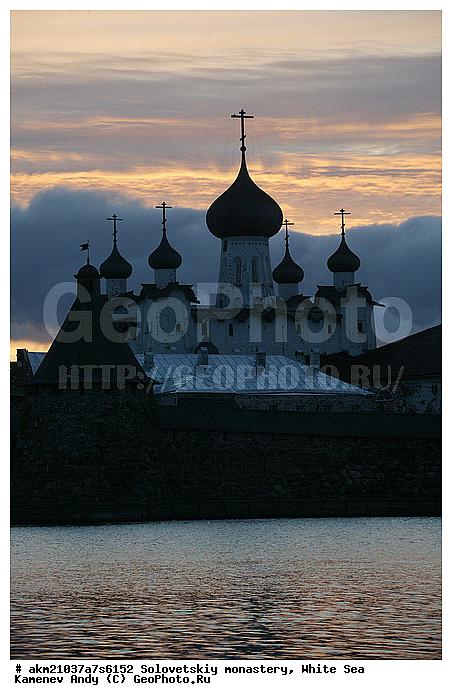 вид соловецкого монастыря со стороны святого озера ПРИЛЕТАЕТ