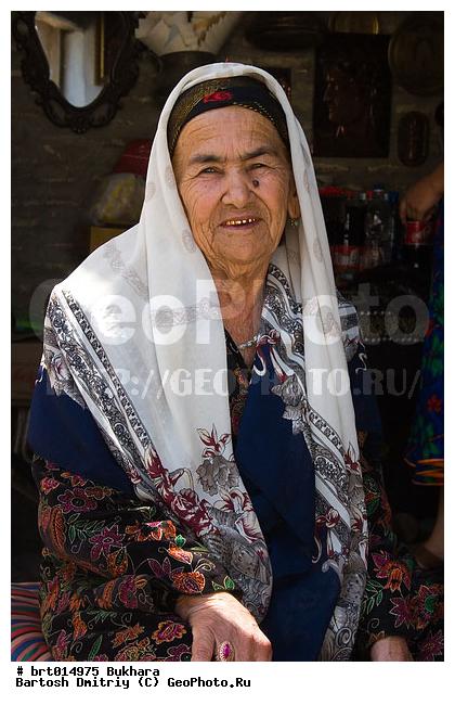 vzroslie-zhenshini-foto-starih-uzbechek-parochka-domashnee-nayti