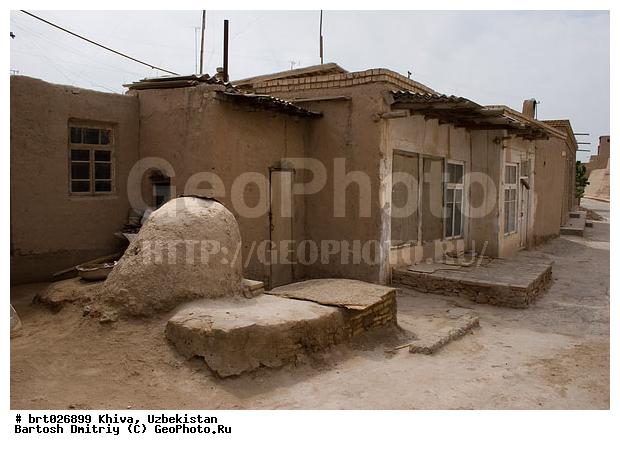 Глинобитный дом в старой части города