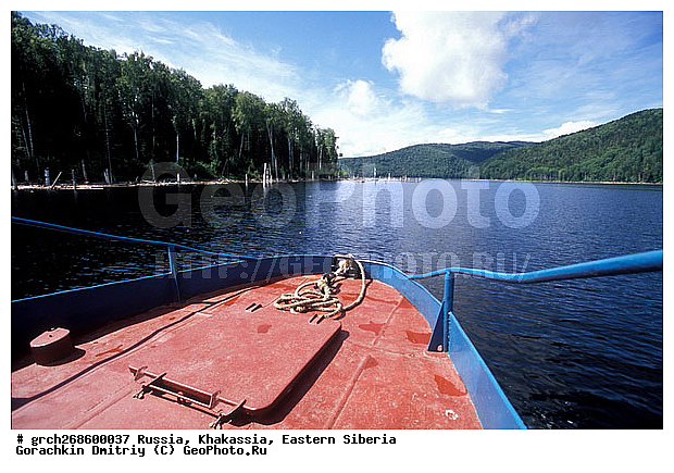 по саяно шушенскому водохранилищу на лодке