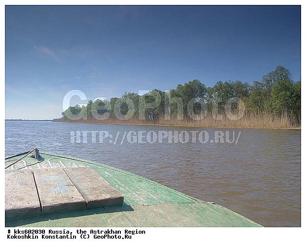 берег волги в поселке рыбацкий