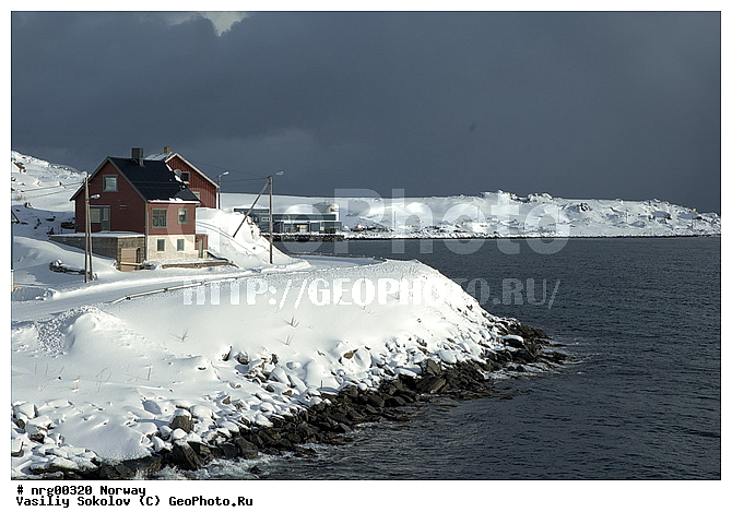 Дом дом на берегу моря зима море